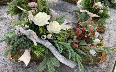 Herbstpflanzen und Allerheiligengestecke